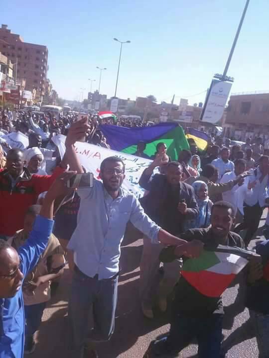 اعتصام شامل بالطريق القومي بورتسودان وإيقاف حركة البصات السفرية
