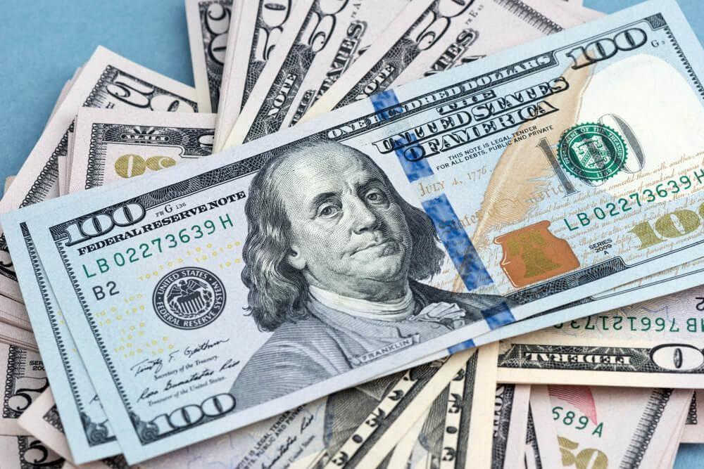 توقع بإنخفاض الدولار نتيجة (2) مليار درهم شهرياً من عائدات تصدير الذهب