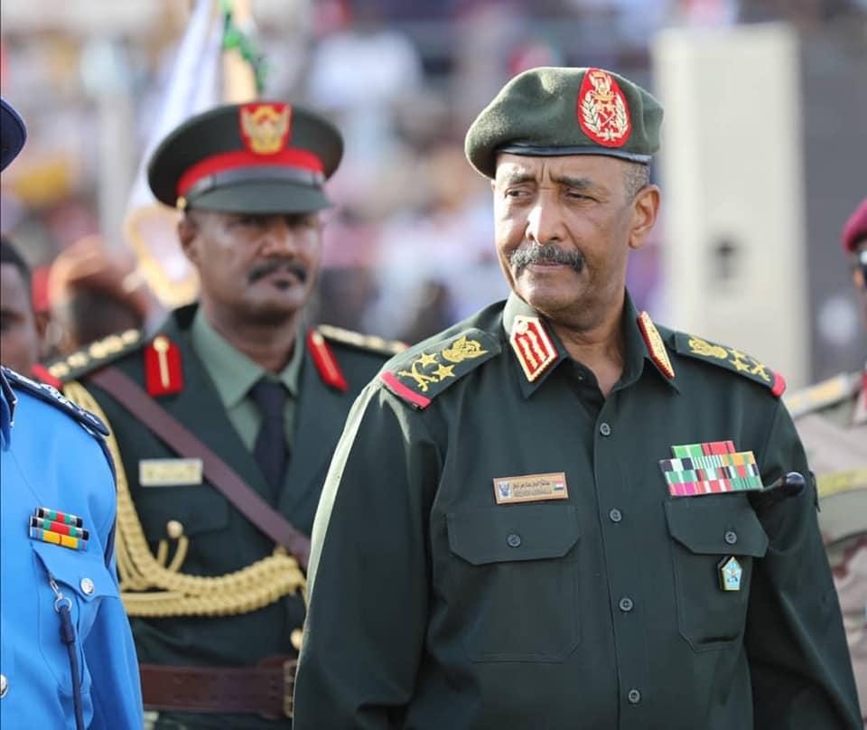 البرهان يعود من أبوظبي بعد جولة مفاوضات