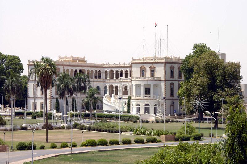 """بالصورة: """"كيس"""" داخل القصر الجمهوري بالسودان """"يثير فضول"""" مواقع التواصل"""