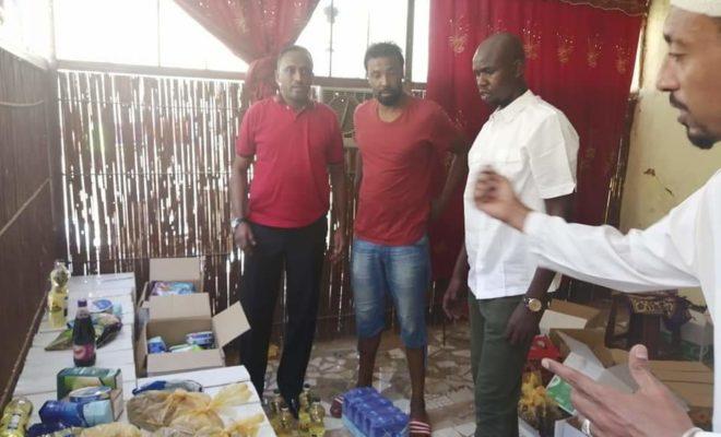 نجوم كرة القدم يوزعون حقيبة رمضان