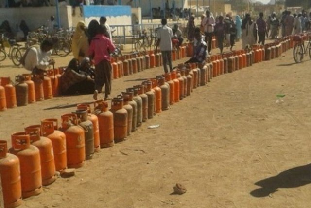 اللجنة المختصة تؤكد انسياب الوقود والغاز والدقيق خلال عطلة العيد