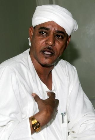 """أسرة """" موسى هلال"""" تنفي إطلاق سراحه وتكشف عن نقله إلى جهة غير معلومة"""