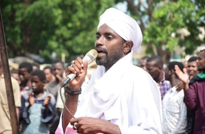 شاهد بالصور: وزير الشؤون الدينية يتحرى شهر رمضان بنفسه في صحراء أمدرمان وسط جدل واسع حول صيام يوم السبت