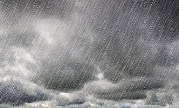 أجواء غائمة بالأبيض و المطر يواصل هطوله لأكثر من 5 ساعات