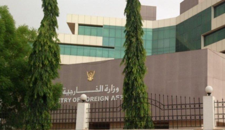 وزارة الخارجية تبدأ بتجميد العمل ب 5 من سفاراتها بالخارج