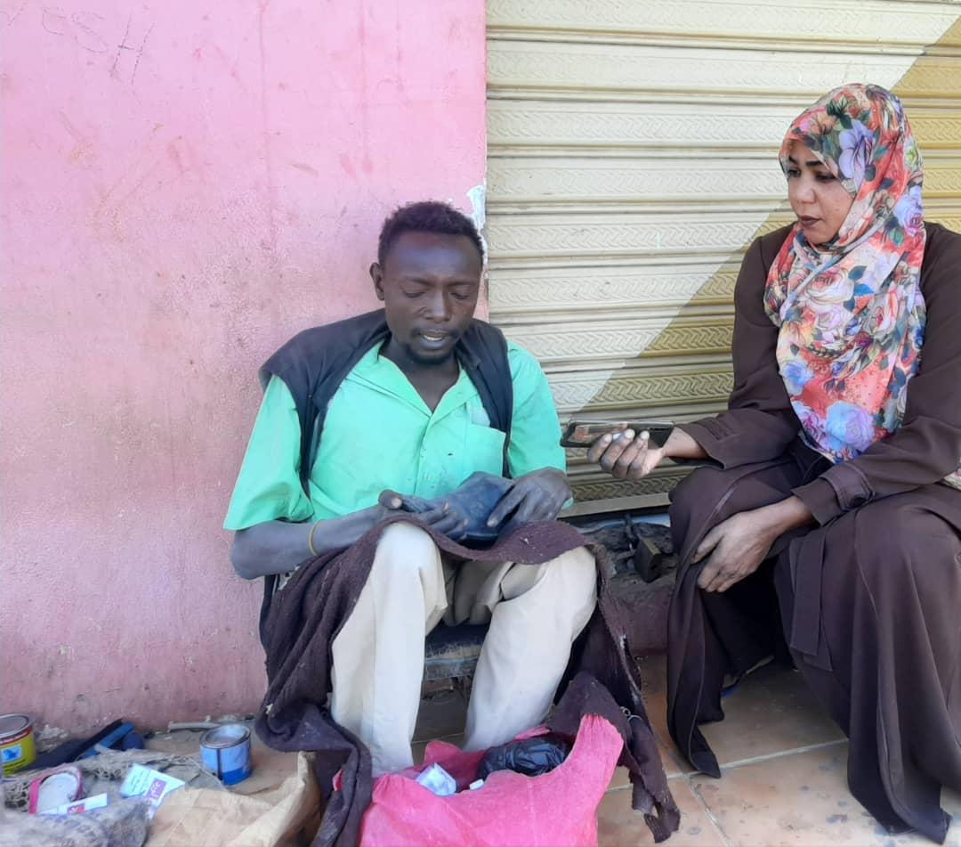 حكاية شاب سوداني تحدى الإعاقة و يبحث عن موتر لتسهيل الحركة