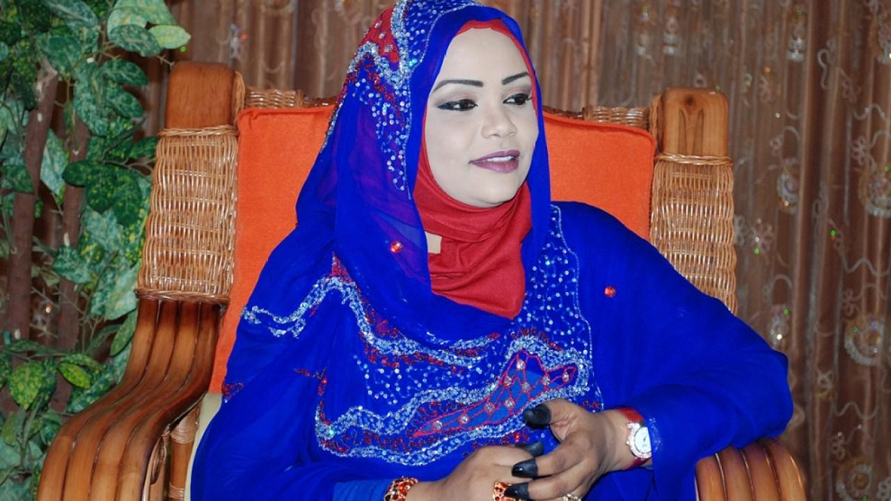 بعد حجز دام أكثر من 4 أشهر بسبب الكورونا غادة عبدالهادي تصل الخرطوم من مدينة جوبا