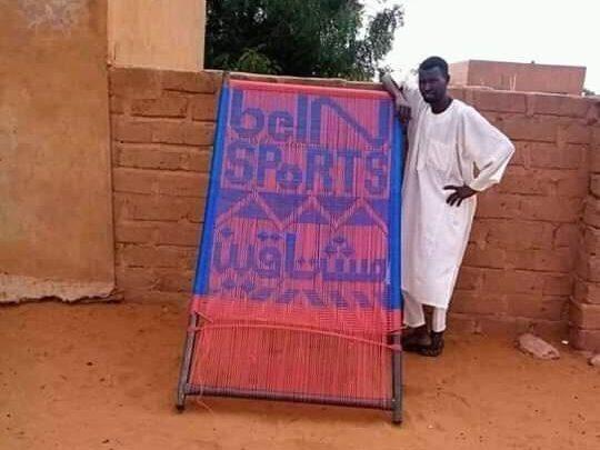 """تقديرا"""" لوفائه … قنوات (beinsports) تبحث عن سوداني نسج إسمها بالحبال على سرير"""