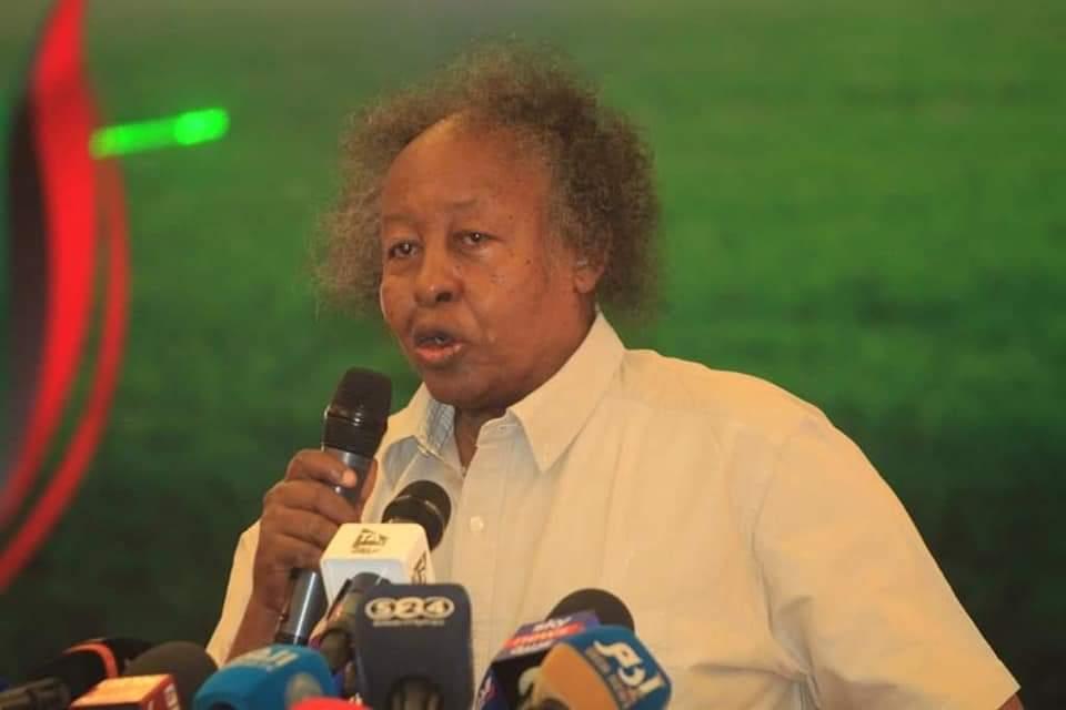 رئيس الإتحاد السوداني للكرة يترأس اجتماعاً مهماً مع لجنتي المسابقات و المنتخبات