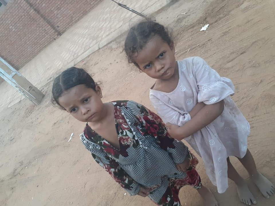 طفلتان ضائعتان بكبري شمبات و مناشدة للعثور على ذويهما