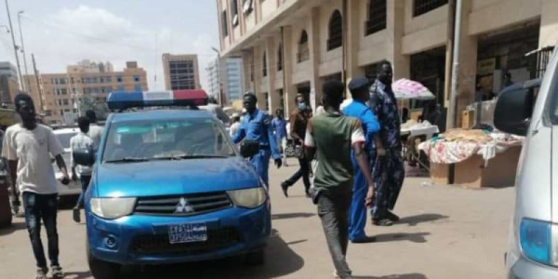 زيارة مفاجئة لمدير قوات الشرطة لمجمع الذهب بالخرطوم