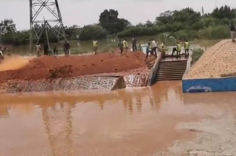 بالفيديو : مشهد الخريف السوداني أطفال تحت مياه الفيضان يضج بمواقع التواصل ويثير رواد المواقع