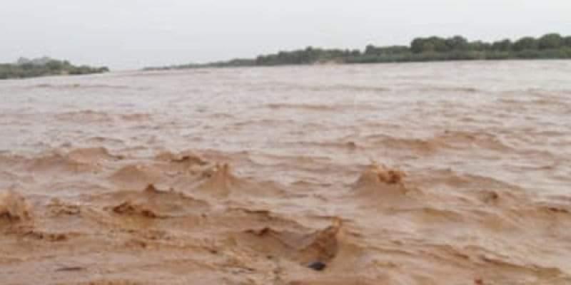 غرق مزارع و سواقي نتيجة انهيار جسر بالشمالية