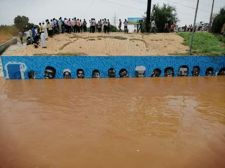 """بالصور.. جداريات الشهداء تنجو من فيضان النيل ورواد التواصل يعلقون """"هذه رسالة"""""""