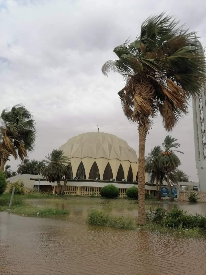 بالصور..مياه فيضان النيل تغرق أشهر مساجد السودان بأمدرمان