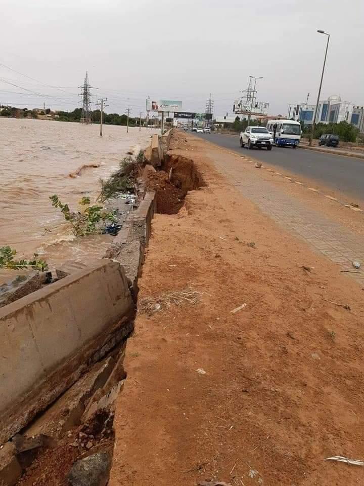 بالصور: مياه النيل تحاصر المقرن و تتجاوز كبري الفتيحاب