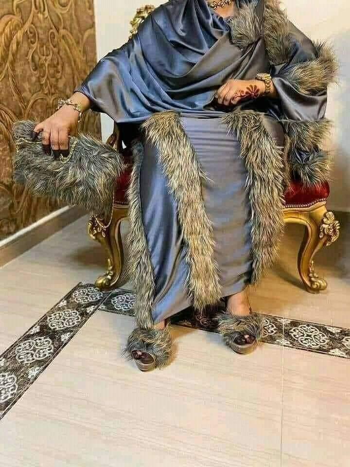 """بالصور : آخر صيحات الموضة.. """"هولاكو التتري"""" يغزو سوق الثوب السوداني"""