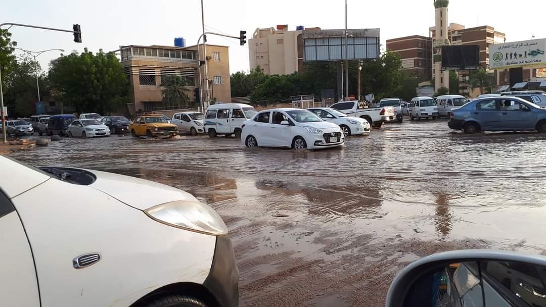 بالصور.. مياه النيل تصل شارع الجامعه مع المك نمر