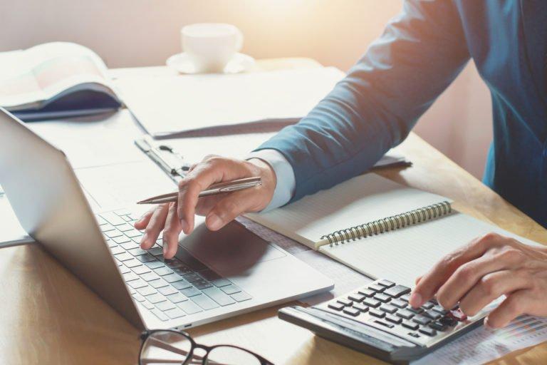 الوظيفة الحكومية غير مجدية؟.. إليك (8) مهارات تحتاجها للبدء بعملك الخاص!