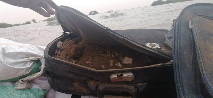 """السودان: إستخدام الحقائب كحاجز ترابي لمواجهة فيضان النيل بمنطقة """"ود عجيب"""" جنوبي العاصمة"""