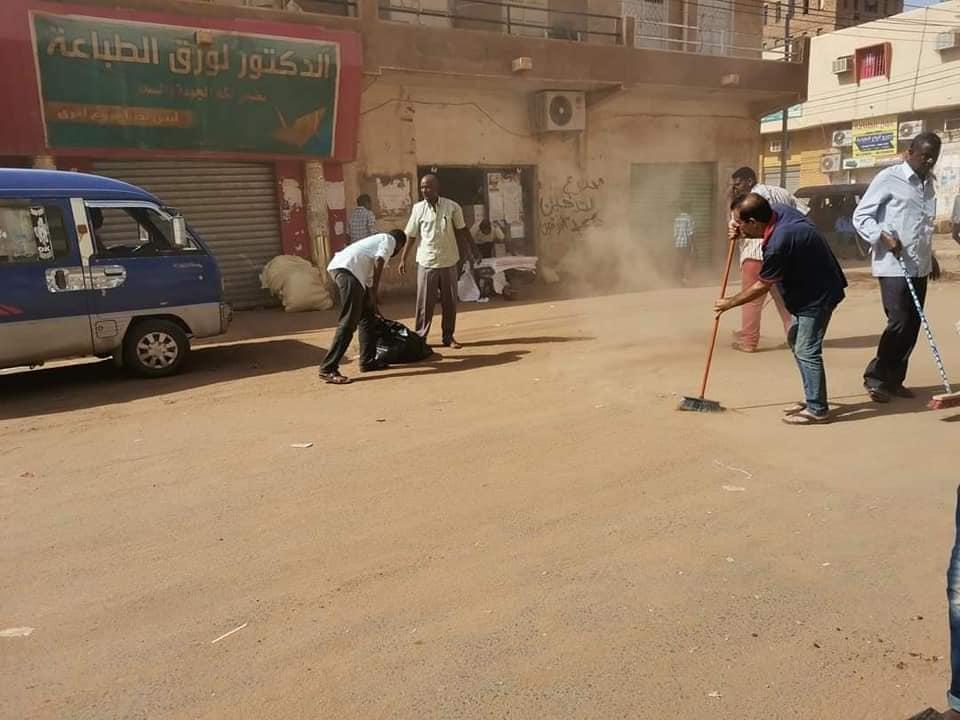 """بالصور: مبادرة """"شارعنا"""" لنظافة السوق العربي"""