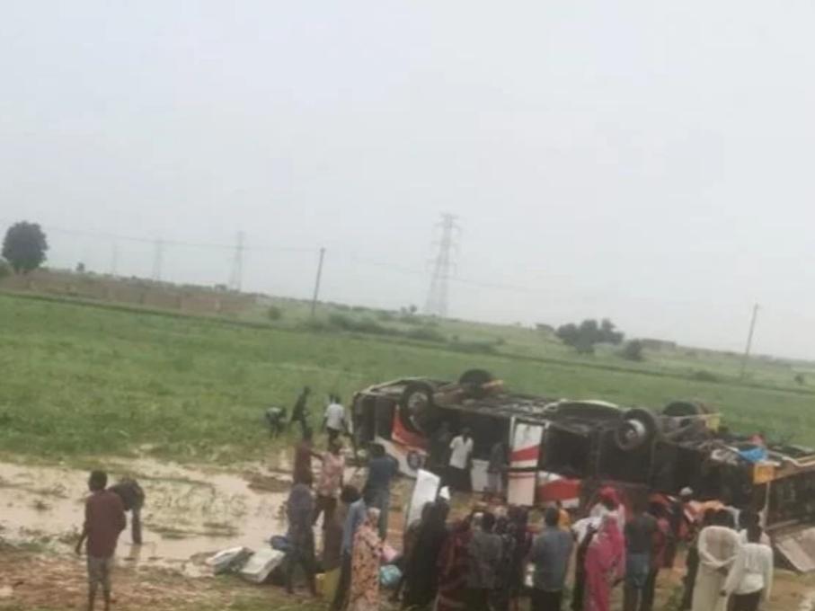مقتل (12) شخصاً و إصابة (38) إثر إنقلاب باص سفري بمدخل مدينة الأبيض