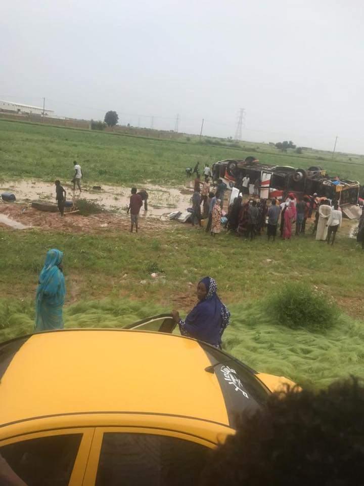 مصرع أكثر من 20 شخصا وإصابة 27 آخرين إثر انقلاب بص سفري من الخرطوم إلى الفاشر