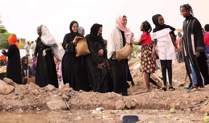 بالصور.. حسناوات السودان في خط مواجهة الفيضان