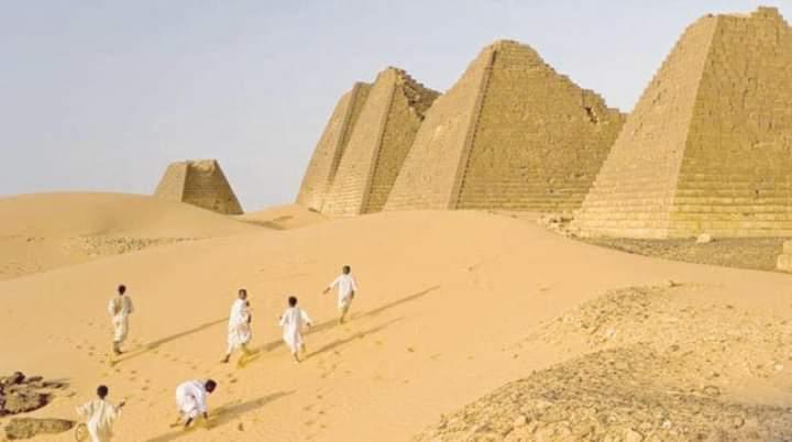 نداء استغاثة عاجل.. النيل يجتاح المدينة الملكية في البجراوية