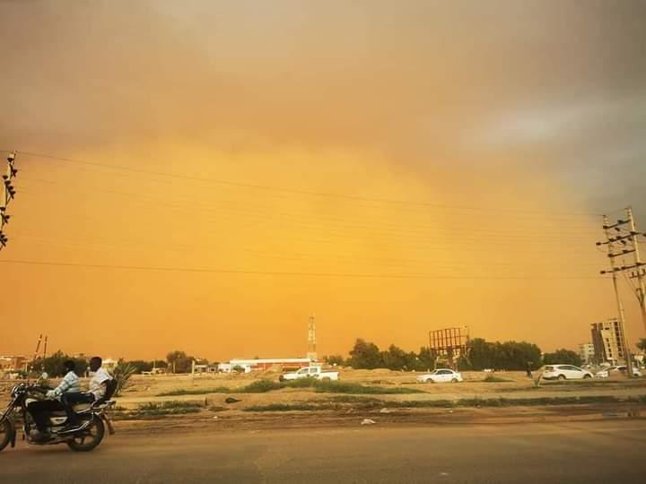 عاجل | بالصور.. عاصفة ترابية في حدود الخرطوم الآن