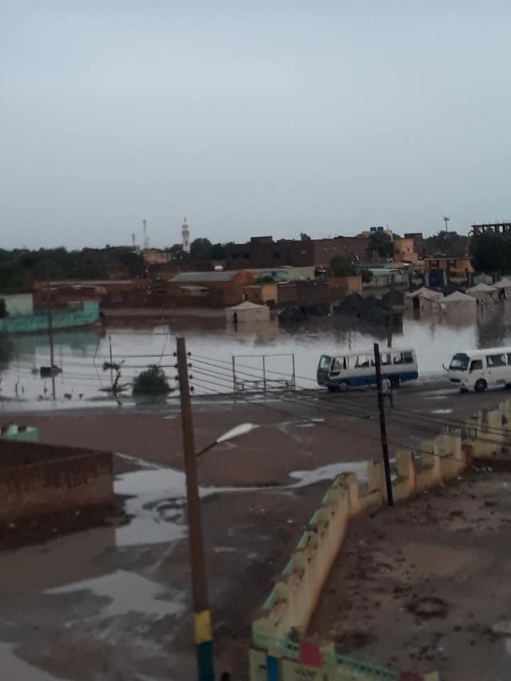 الأمطار تغرق الخيام التي نصبت لمتضرري الكلاكلة