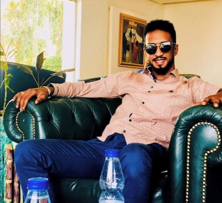 """بالفيديو : فيديو متداول للمطرب محمد بشير يثير غضب رواد التواصل ومتابعون يعلقون : """"خسارة القراية"""