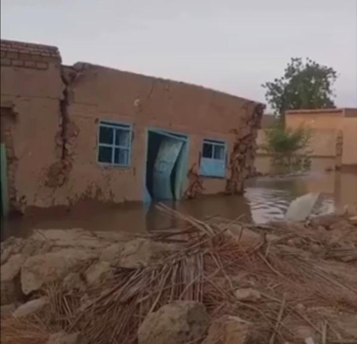 بالفيديو : شاهد لحظة انهيار أحد المنازل السودانية بسبب الفيضان