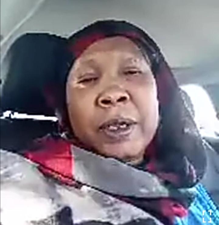 """بالصورة : شاهد صورة للناشطة """"ماما أميرة"""" والشيخ الأمين تثير ضجّة بمواقع التواصل"""