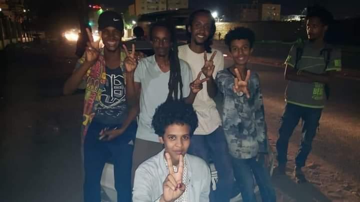 إطلاق سراح 5 من أعضاء فرقة فيد المسرحية