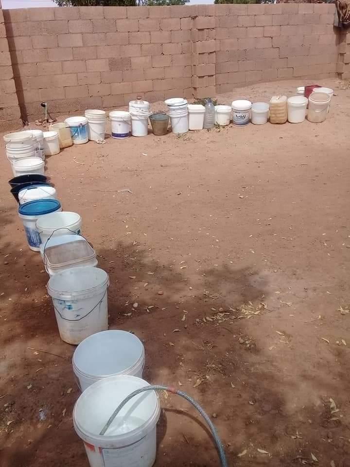 بالصورة : شاهد معاناة صفوف المياه بأحياء أمدرمان
