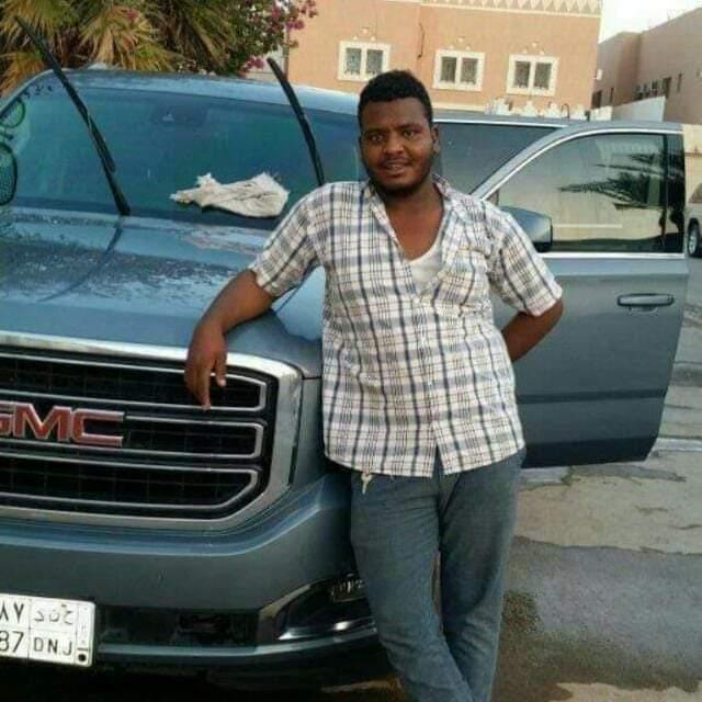 شاب سوداني يتبرع لوالدته وينقذها من الموت .. ويفارق الحياة