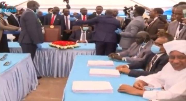 عاجل   رسمياً التوقيع على اتفاق السلام الشامل بين الحكومة الانتقالية والحركات المسلّحة بجوبا ومصادر تُعلن عن حلّ الحكومة الانتقالية خلال ساعات