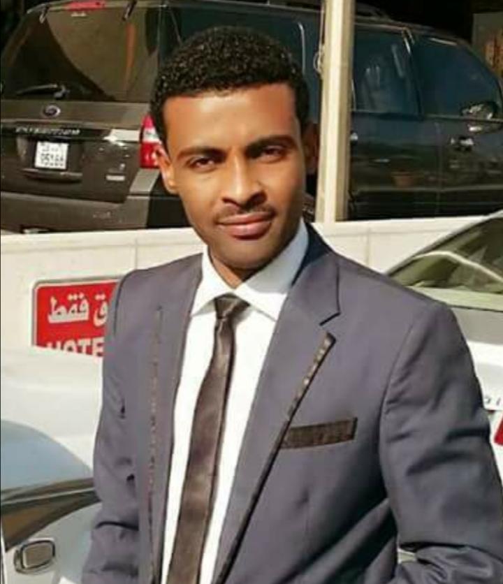 """المذيع محمد يوسف يرد على منتقديه بسبب تلقيّه هدية من الشيخ الأمين : """"موتوا بغيظكم وبركاتك يا الشيخ"""""""